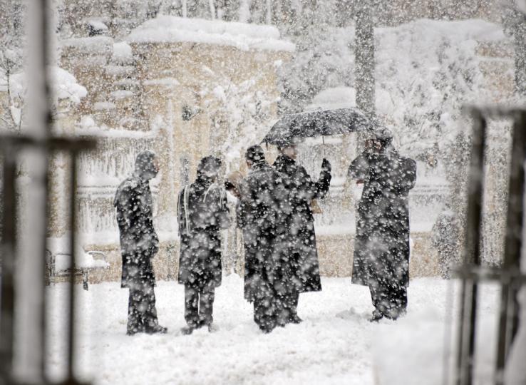 Roads-in-Jerusalem-shut-down-due-to-snow